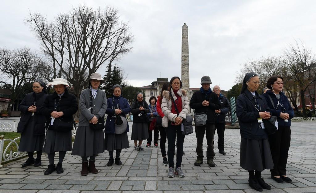 Güney Koreli Katolik rahibe grubu saldırının gerçekleştiği Dikilaştaş'a gelerek hayatını kaybedenler ve yaralananlar için dua etti.