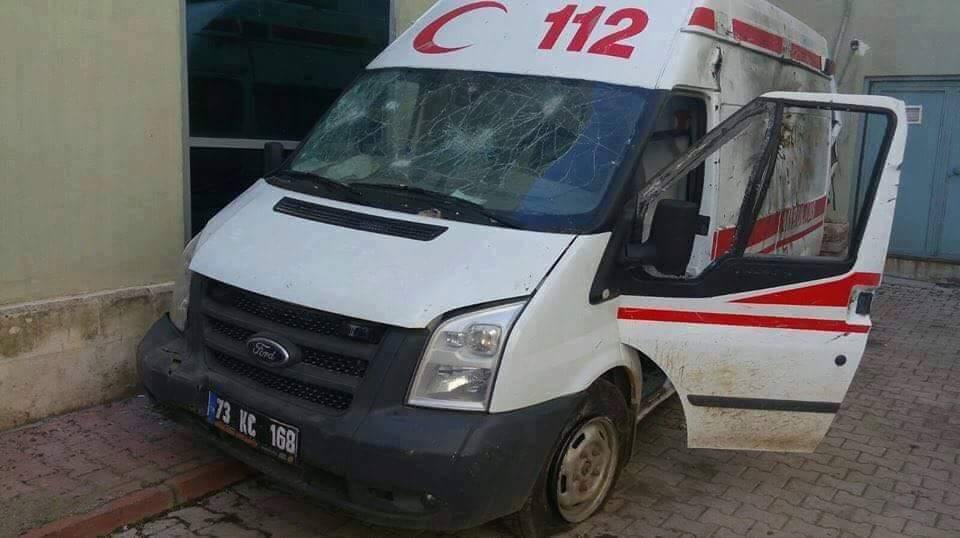 Ambulansın uzun namlulu silah ve roket mermisiyle vurulduğu görüldü