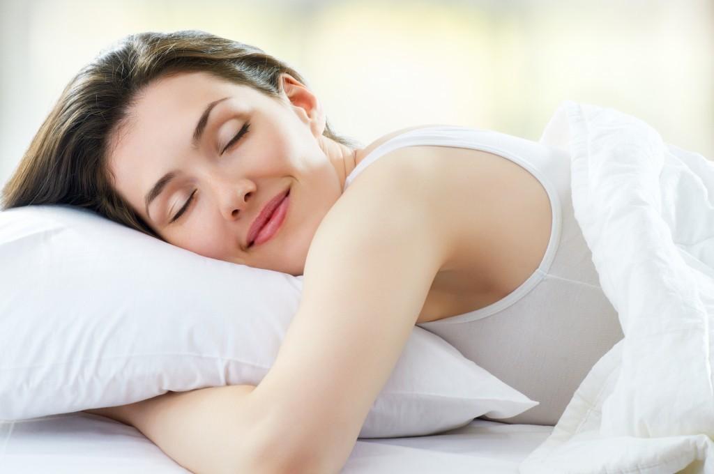 Uzmanlar hafta sonu düzenli olarak fazla uyumanın hastalıklara yol açtığını belirtiyor.