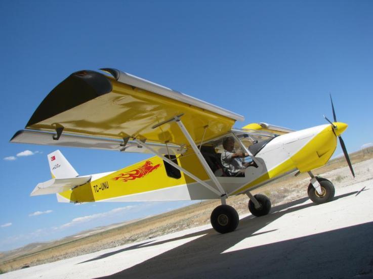 Tek kişilik Zenith CH 701 ultralight sınıfı uçak.