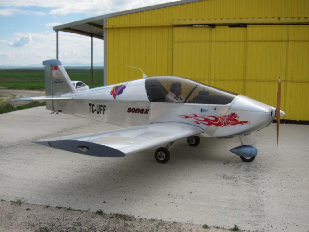 Sonex tipi tek motorlu iki kişilik uçak