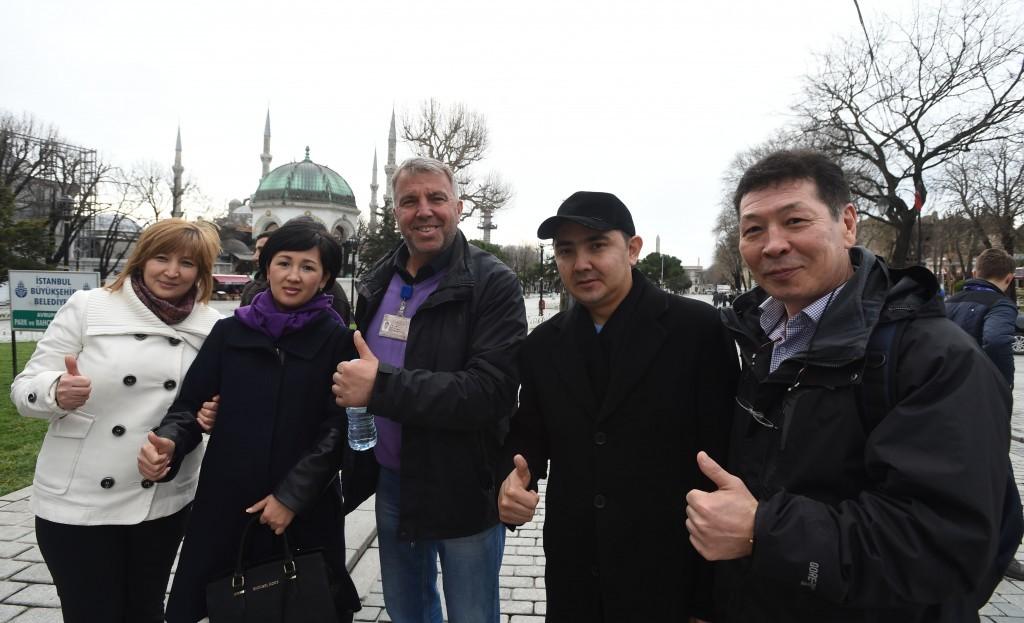 Kazakistan'dan gelen Gabid ve Jibek Utegenov ile Satzhan ve Kalina Kaiskicaniyev.